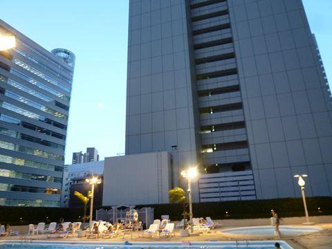 京王プラザホテルのプール